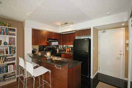 Photo 2: 11 230 E King Street in Toronto: Moss Park Condo for sale (Toronto C08)  : MLS® # C2525821