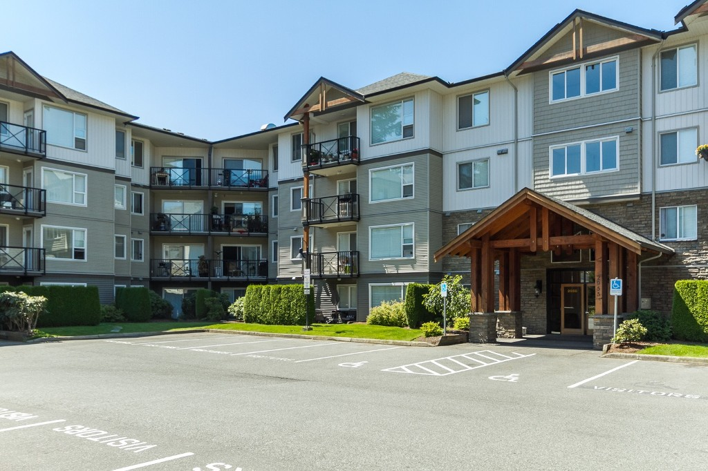 "Main Photo: 211 2955 DIAMOND Crescent in Abbotsford: Abbotsford West Condo for sale in ""Westwood"" : MLS®# R2143911"