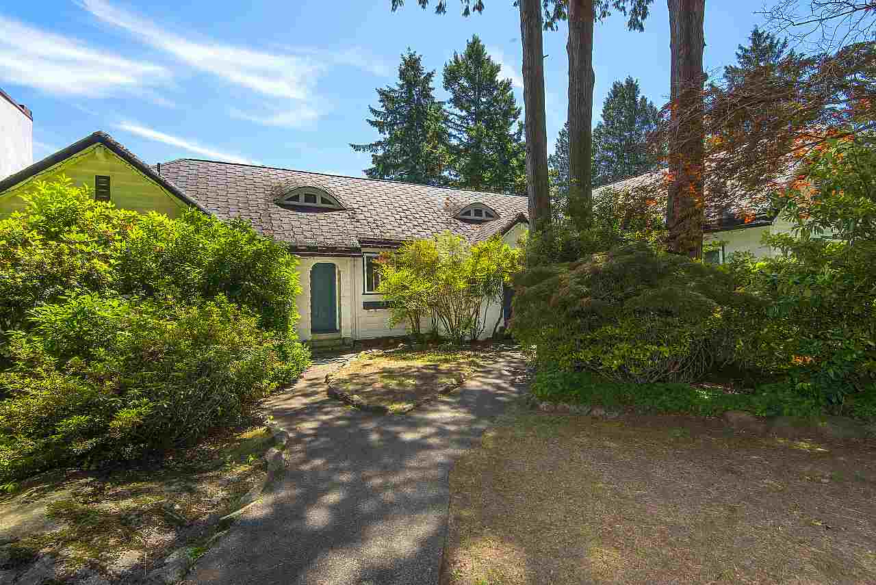 Photo 6: 4670 PICCADILLY SOUTH Road in West Vancouver: Olde Caulfeild House for sale : MLS® # R2185286