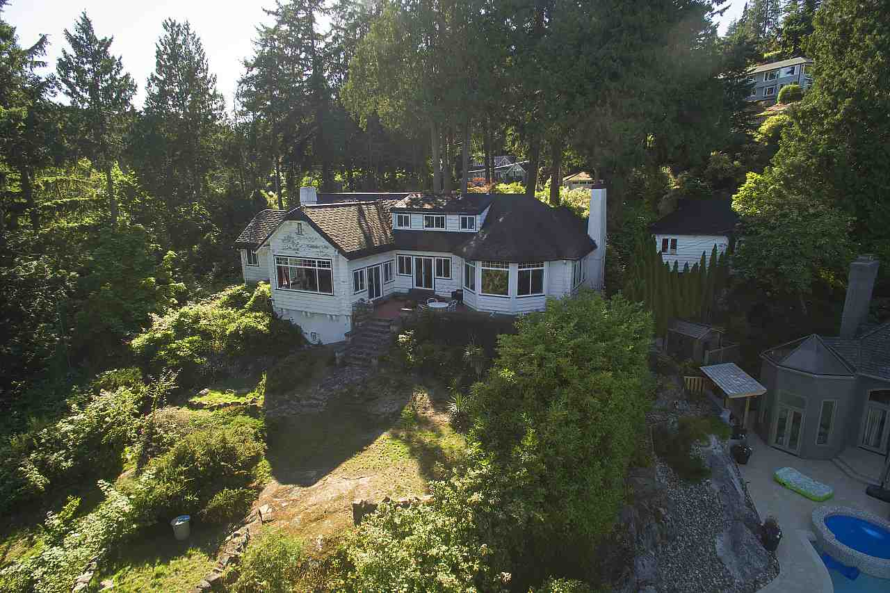 Photo 2: 4670 PICCADILLY SOUTH Road in West Vancouver: Olde Caulfeild House for sale : MLS® # R2185286