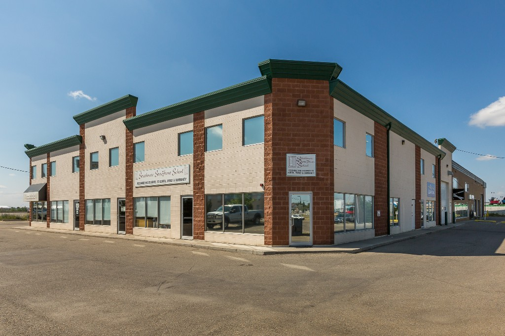 Main Photo: 711 Westlake RD: Strathmore Commercial for lease : MLS® # C4134858