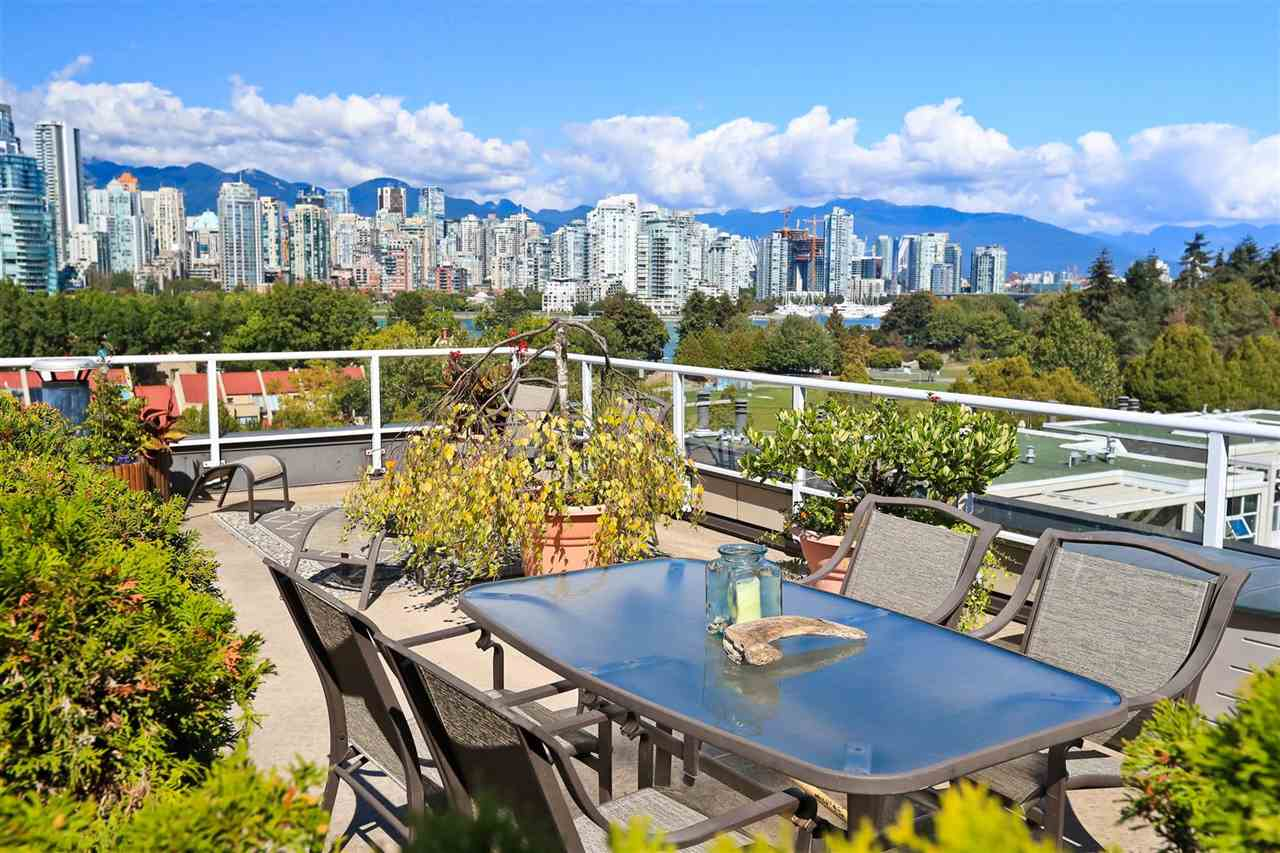 "Main Photo: 4 1063 W 7TH Avenue in Vancouver: Fairview VW Townhouse for sale in ""MARINA TERRACE"" (Vancouver West)  : MLS®# R2302343"
