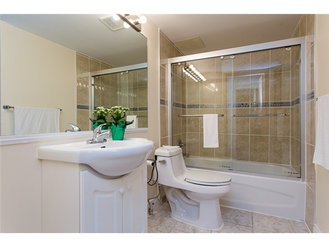 "Photo 10: 210 8400 ACKROYD Road in Richmond: Brighouse Condo for sale in ""LANSDOWNE GREEN"" : MLS® # V1109887"
