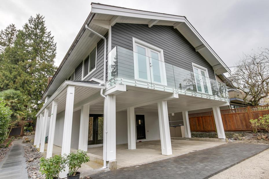 Main Photo: 6426 ROSEBERY Avenue in West Vancouver: Horseshoe Bay WV House for sale : MLS(r) # R2170840
