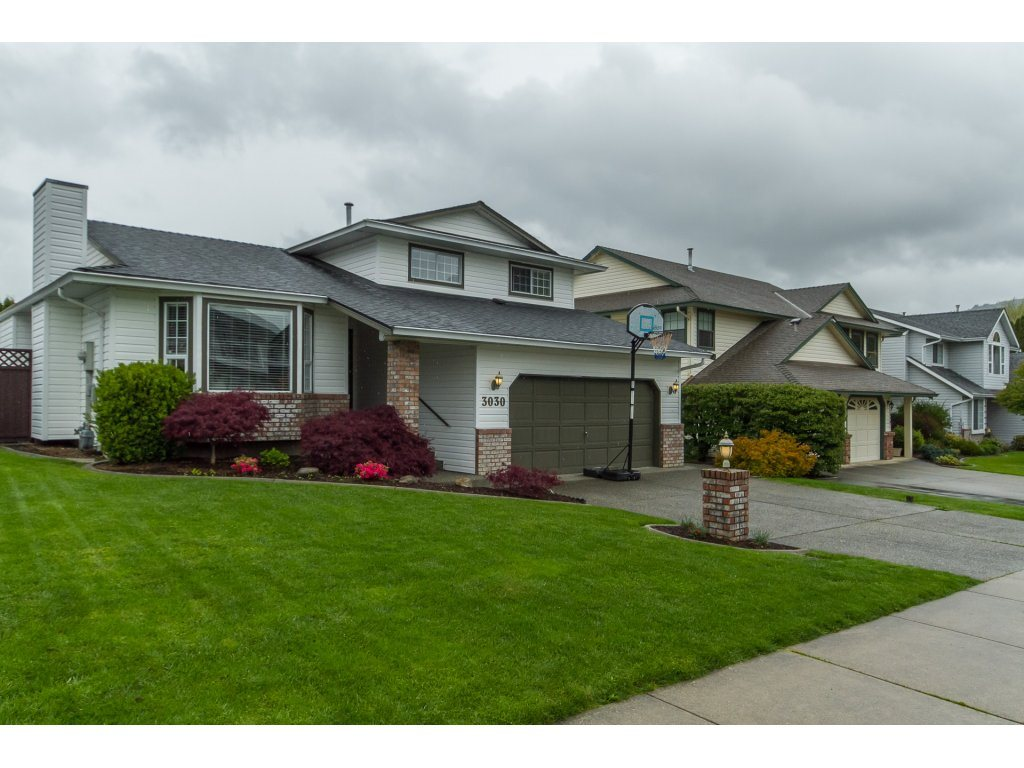 Main Photo: 3030 Cassiar Avenue in Abbotsford: Abbotsford East House for rent