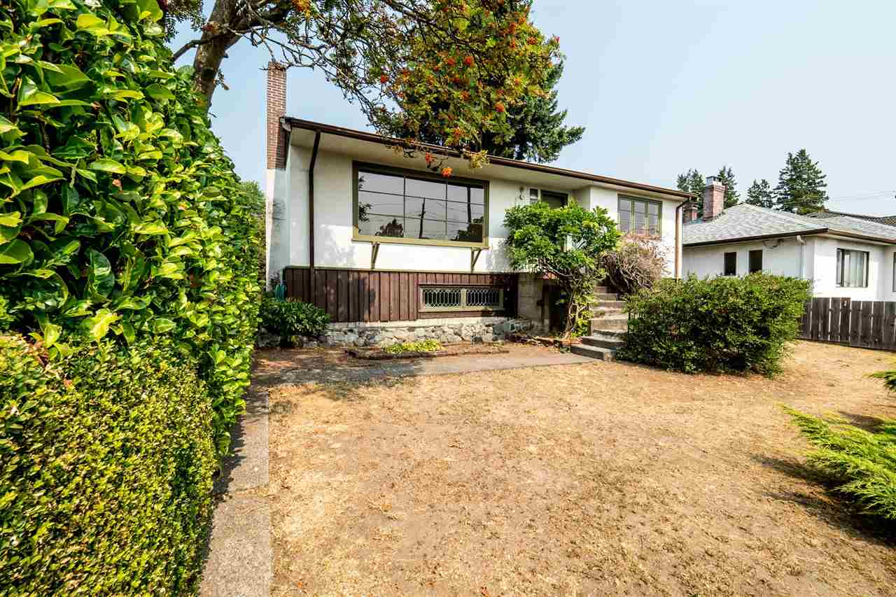 Main Photo: 748 E 4TH Street in North Vancouver: Queensbury House for sale : MLS® # R2197621