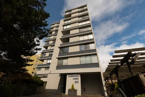 "Main Photo: 901 2167 BELLEVUE Avenue in West Vancouver: Dundarave Condo for sale in ""VANDEMAR WEST"" : MLS®# R2252456"