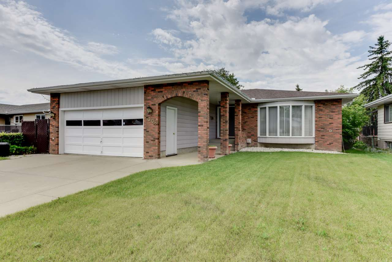Main Photo: 2008 68 Street NW in Edmonton: Zone 29 House for sale : MLS® # E4068985