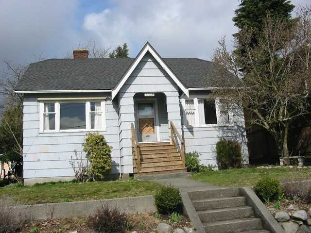 "Main Photo: 1703 EDINBURGH Street in New Westminster: West End NW House for sale in ""WEST END"" : MLS®# V876579"