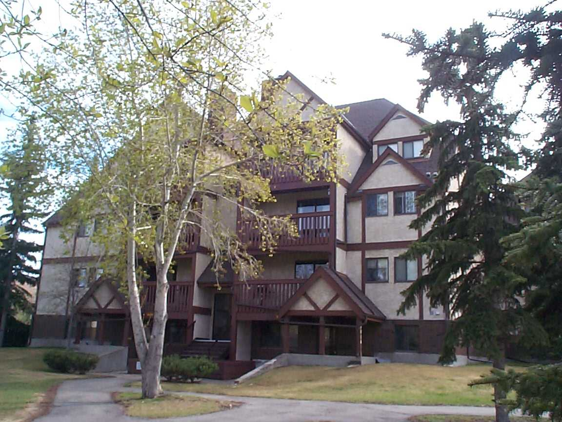 FEATURED LISTING: 8022 Tudor Glen St. Albert