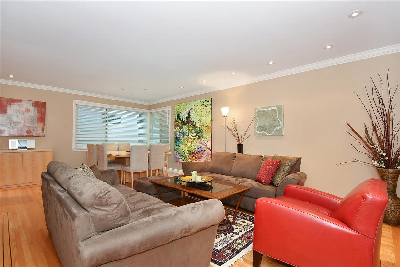 "Main Photo: 104 1878 ROBSON Street in Vancouver: West End VW Condo for sale in ""The Belmanor"" (Vancouver West)  : MLS®# R2233558"