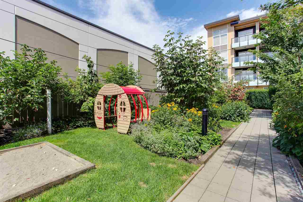"Main Photo: 212 55 EIGHTH Avenue in New Westminster: GlenBrooke North Condo for sale in ""Eight West"" : MLS® # R2191965"