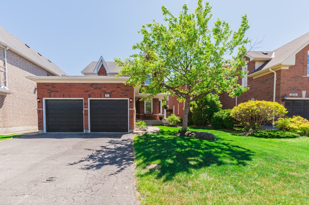 Main Photo: 5832 Greensboro Drive in Mississauga: Central Erin Mills House (2-Storey) for sale : MLS®# W3210144