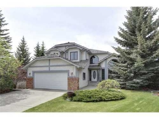 Main Photo: 126 HAWKVIEW MANOR Court NW in Calgary: 2 Storey Split for sale : MLS® # C3525353
