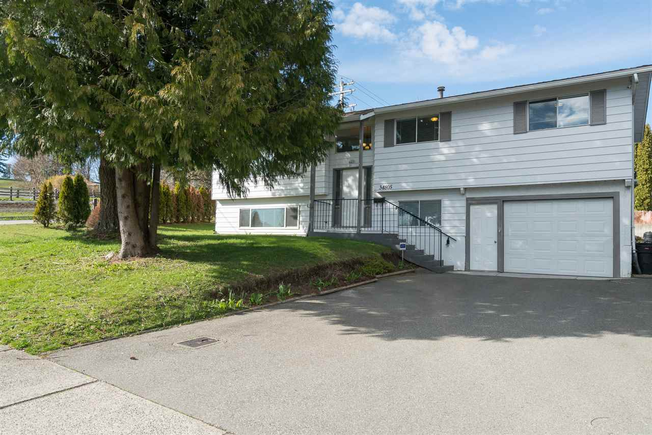 Main Photo: 34805 MCCABE Place in Abbotsford: Abbotsford East House for sale : MLS®# R2244150