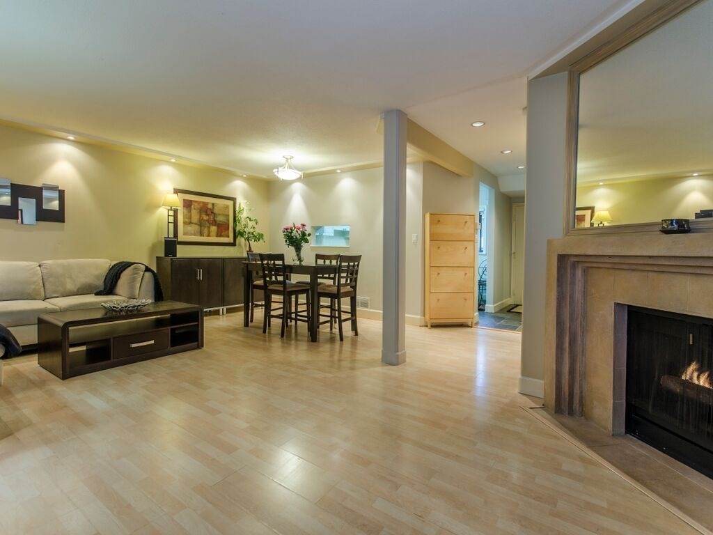 "Main Photo: 1098 PREMIER Street in North Vancouver: Lynnmour Townhouse for sale in ""Lynnmour Village"" : MLS®# R2031349"
