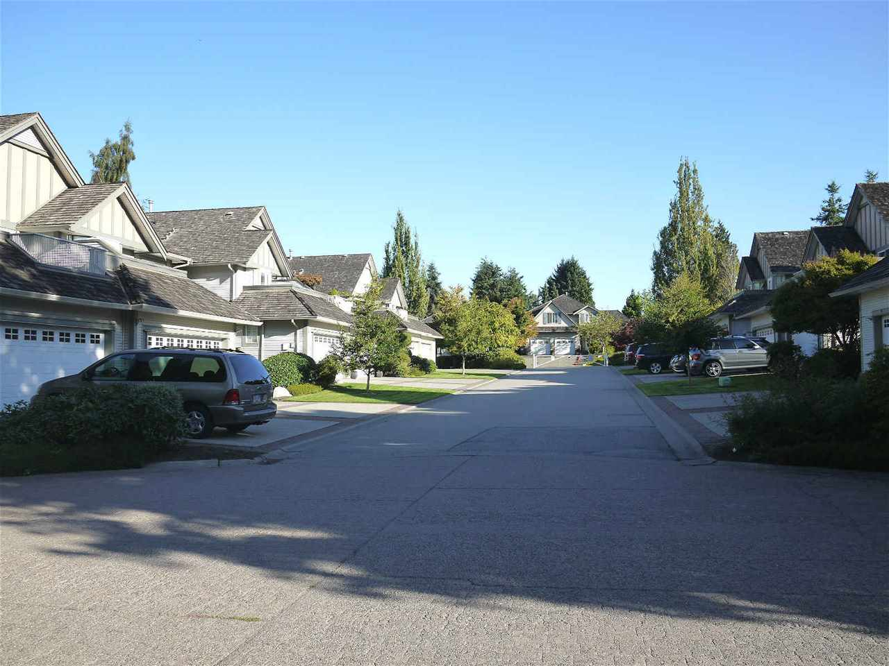 Main Photo: 31 5811 122 Street in Surrey: Panorama Ridge Townhouse for sale : MLS® # R2207165