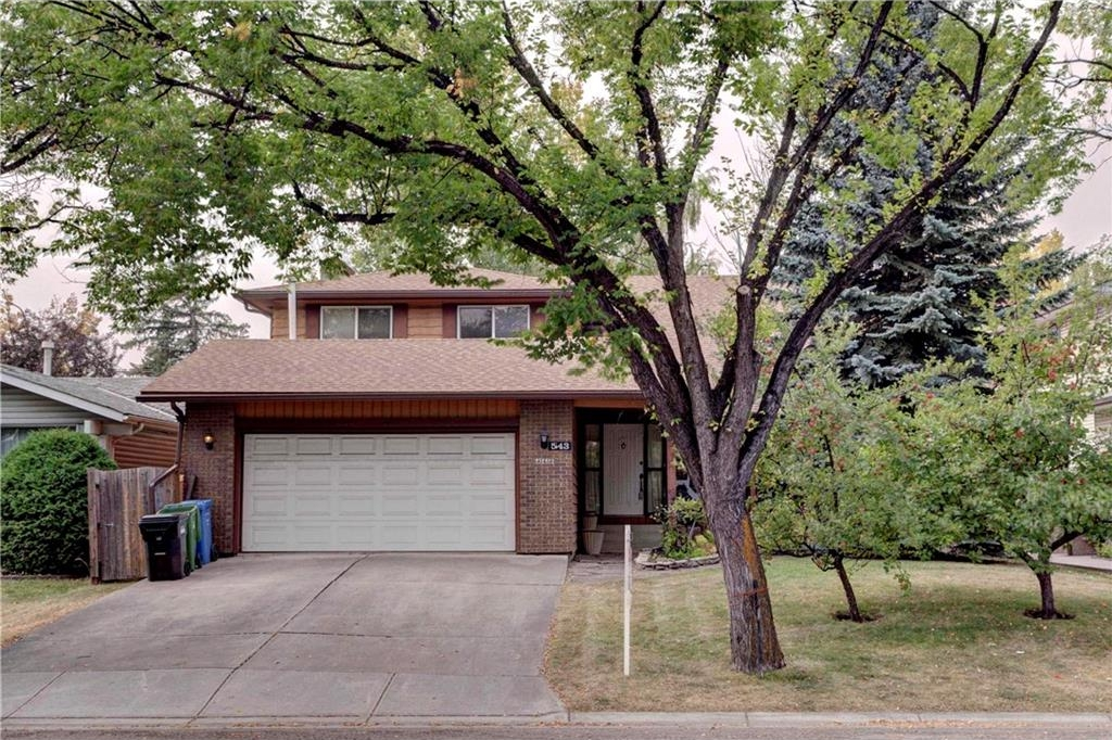 Main Photo: 543 WOODPARK Crescent SW in Calgary: Woodlands House for sale : MLS® # C4136852