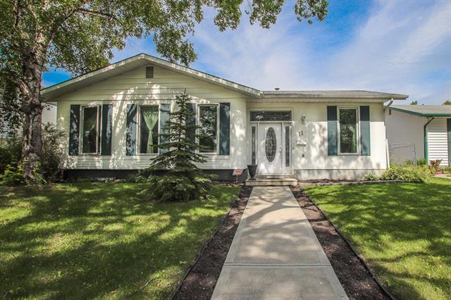 FEATURED LISTING: 11 Roselawn Bay Winnipeg