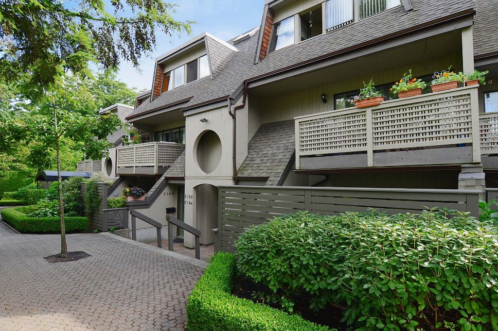 Main Photo: 3176 Mtn Highway in : Lynn Valley Townhouse for sale (North Vancouver)  : MLS® # V970809