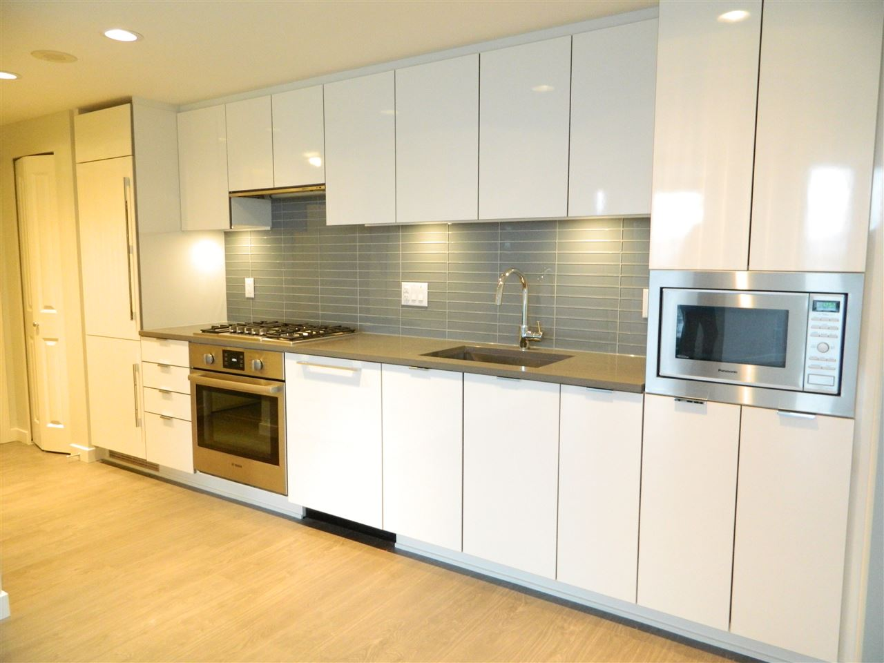"Main Photo: A1101 8333 SWEET Avenue in Richmond: West Cambie Condo for sale in ""Avanti"" : MLS(r) # R2172098"