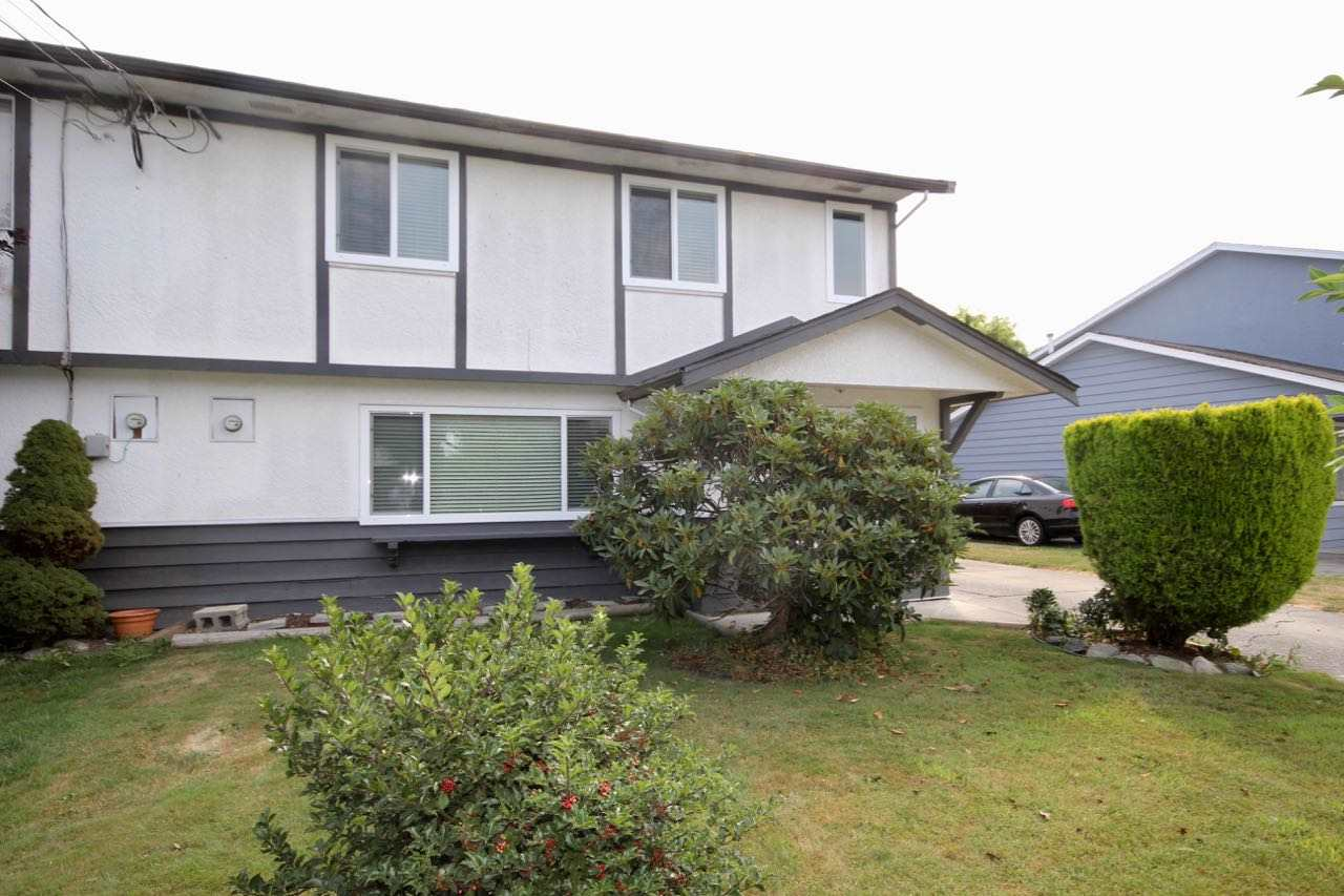 "Main Photo: 5227 MAPLE Crescent in Delta: Delta Manor House 1/2 Duplex for sale in ""LADNER"" (Ladner)  : MLS® # R2196819"
