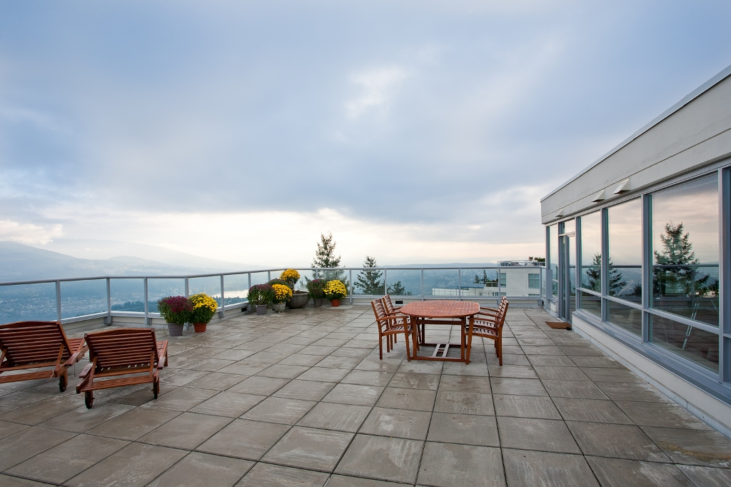 Private Rooftop Deck - 1100 sqft.