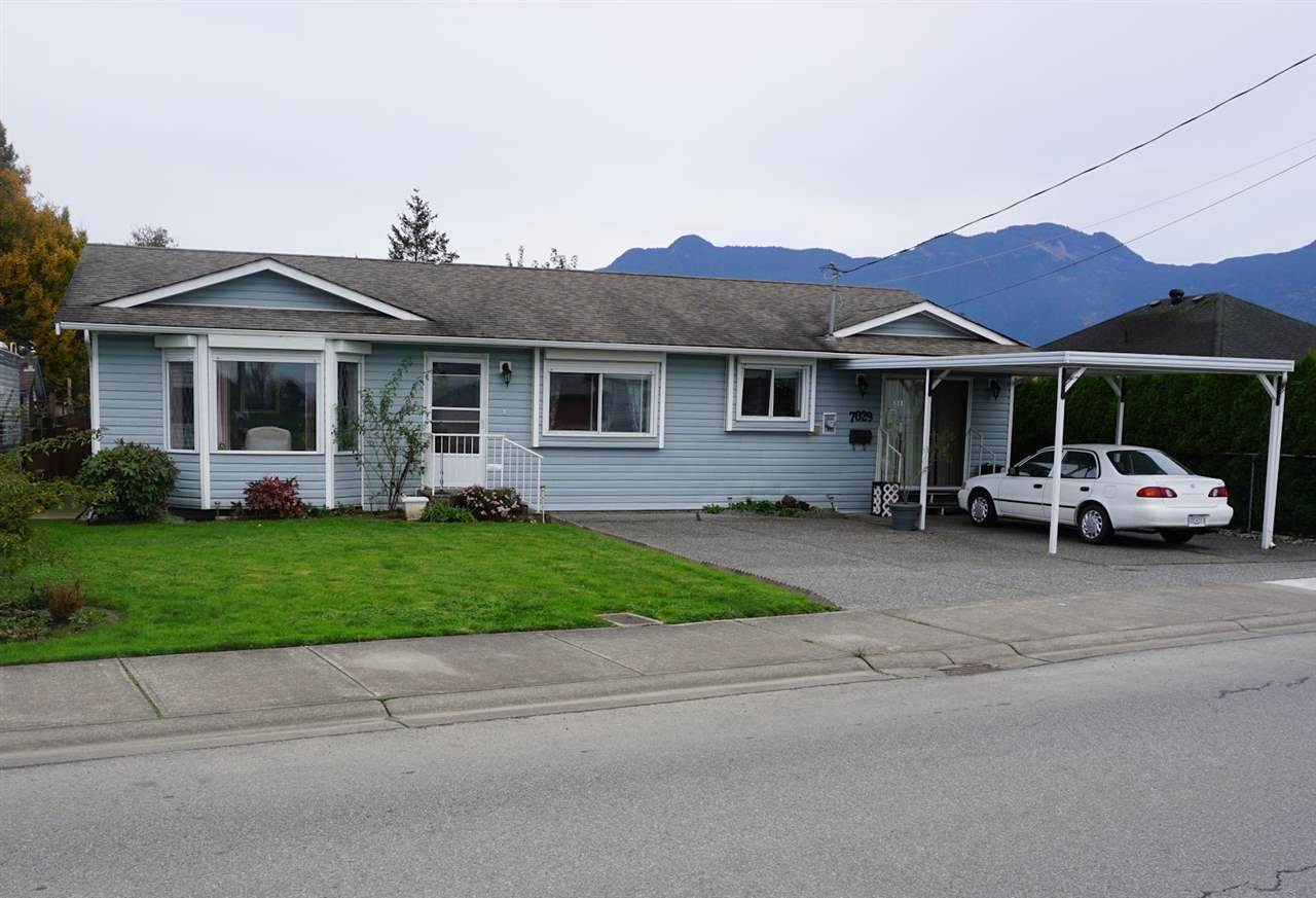 Main Photo: 7029 MCDONALD Road: Agassiz House for sale : MLS®# R2120672