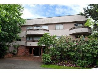 "Main Photo: 104 2190 W 8TH Avenue in Vancouver: Kitsilano Condo for sale in ""WESTWOOD VILLA"" (Vancouver West)  : MLS® # R2227406"