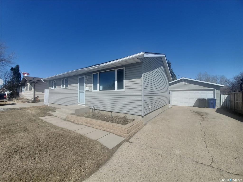 FEATURED LISTING: 221 Dickey Crescent Saskatoon