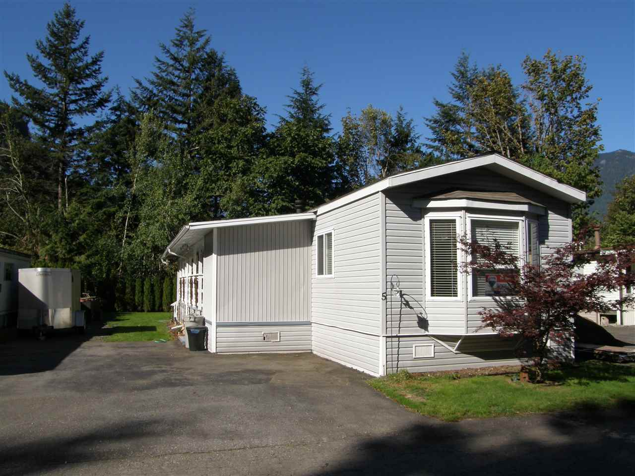 Main Photo: 5 62010 FLOOD HOPE Road in Hope: Hope Center Manufactured Home for sale : MLS®# R2078381