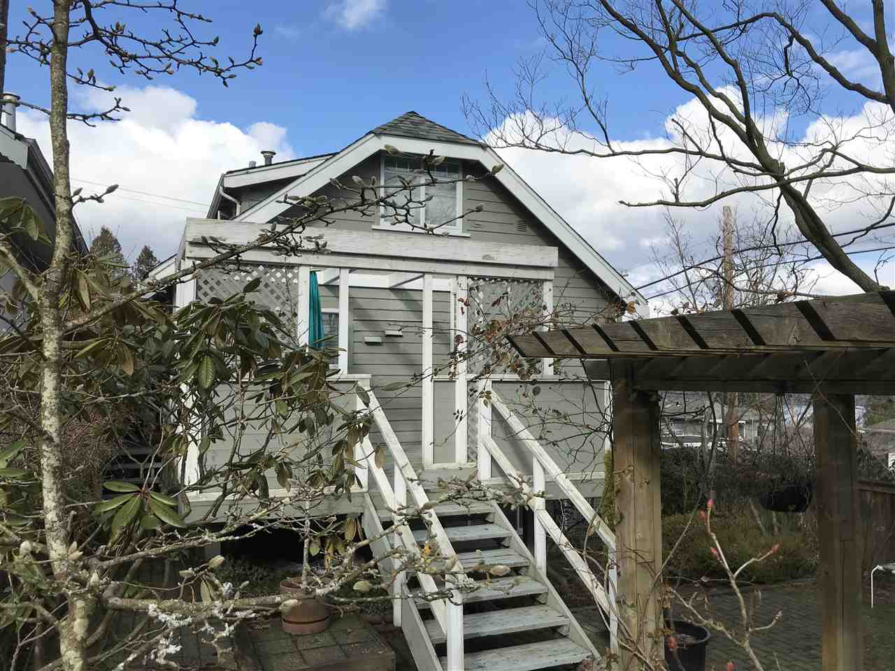 FEATURED LISTING: 225 CARLETON Avenue North Burnaby
