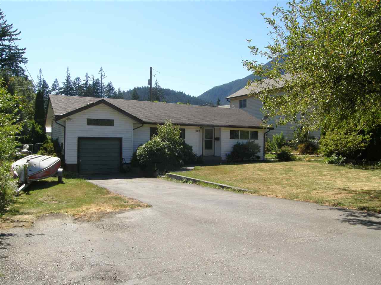 Main Photo: 524 3RD Avenue in Chilliwack: Hope Center House for sale (Hope)  : MLS®# R2057787