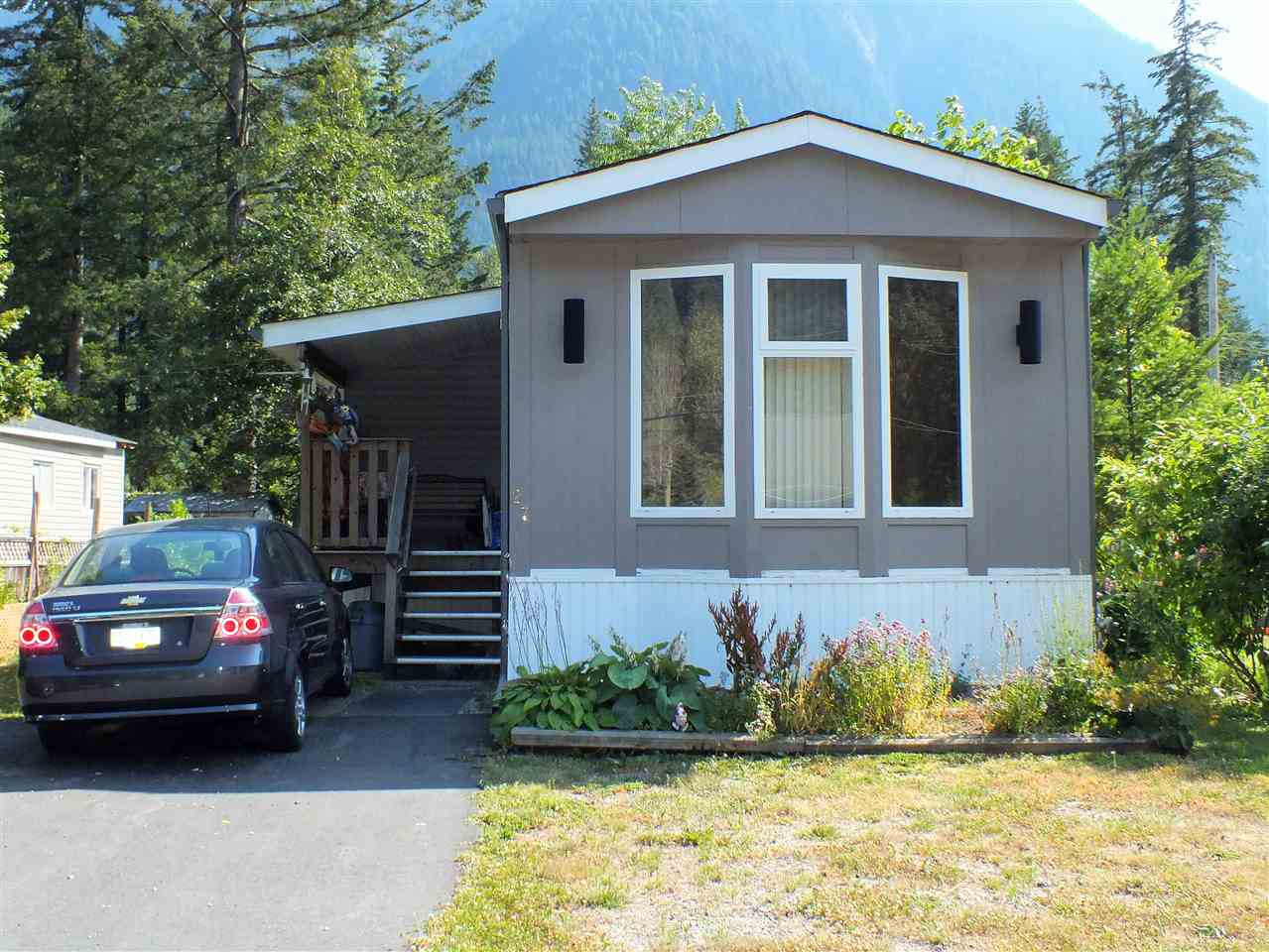 FEATURED LISTING: 27 65367 KAWKAWA LAKE Road Hope