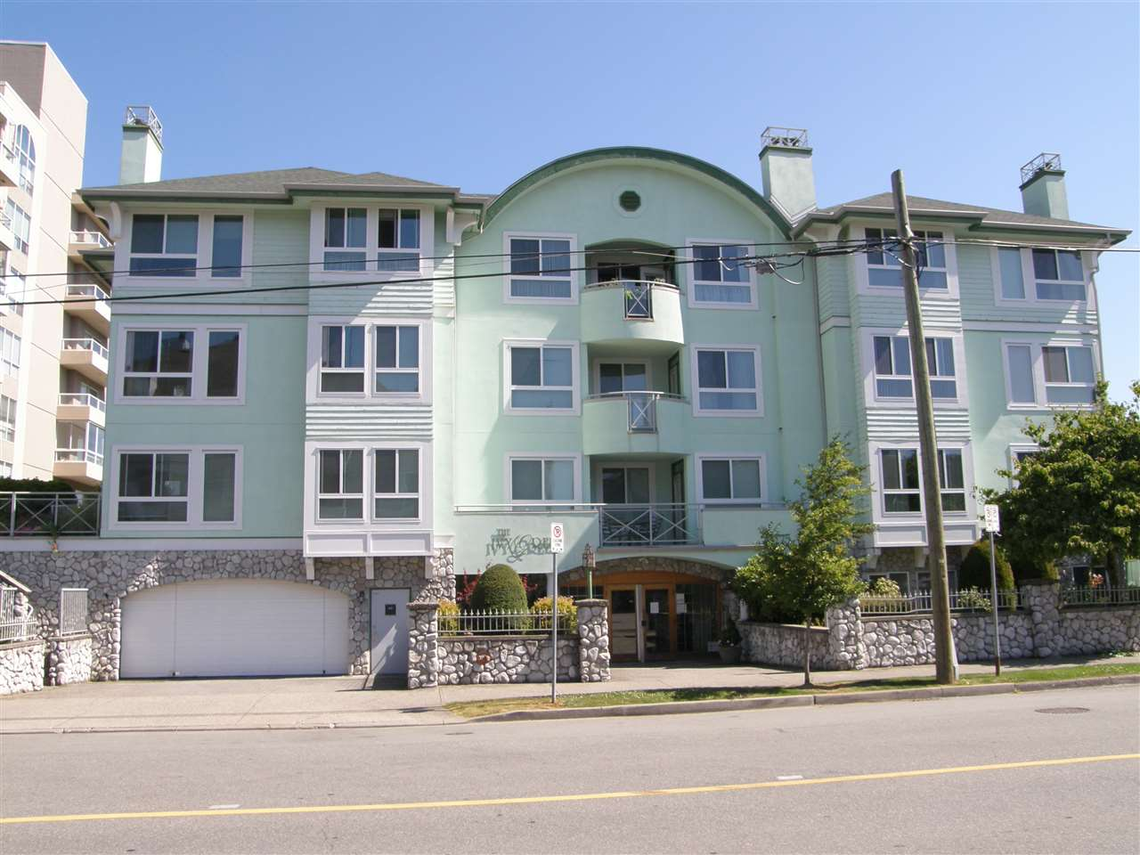 FEATURED LISTING: 203 - 45775 SPADINA Avenue Chilliwack