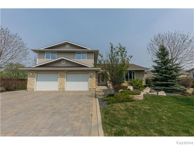 This remarkable North Kildonan sleeper rises and shines! Meticulously manicured, this home  invites you in and makes a first impression that you will not soon forget. If your expectations are high, prepare to have the bar raised.