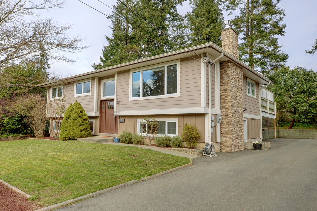 Fully Updated Home with 2bed suite on large private lot!