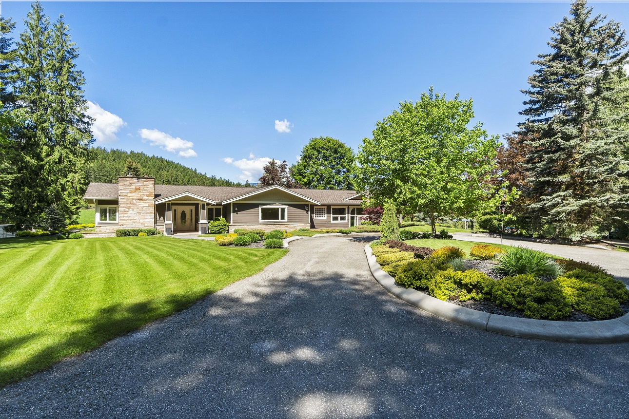 FEATURED LISTING: 4321 10 Avenue Southeast Salmon Arm