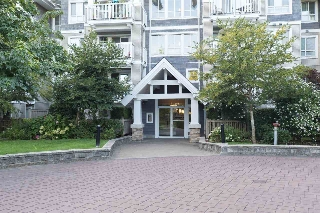 "Main Photo: 217 20750 DUNCAN Way in Langley: Langley City Condo for sale in ""FAIRFIELD LANE"" : MLS® # R2197838"