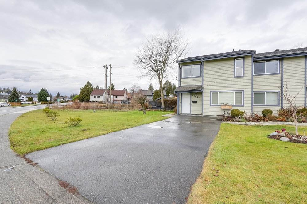 Main Photo: 19879 53 Avenue in Langley: Langley City House 1/2 Duplex for sale : MLS®# R2235096