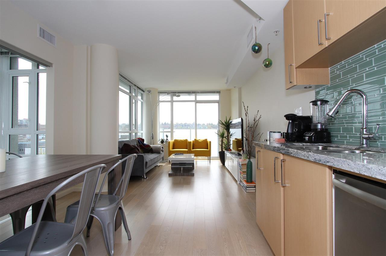 Main Photo: 701 89 W 2nd Street in : False Creek Condo for sale (Vancouver West)  : MLS®# R2056301
