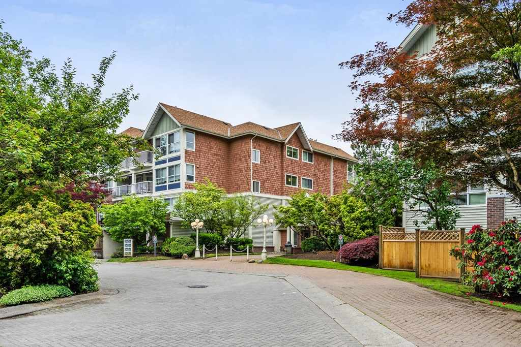 "Main Photo: 118 9626 148 Street in Surrey: Guildford Condo for sale in ""HATFORD WOODS"" (North Surrey)  : MLS®# R2268172"