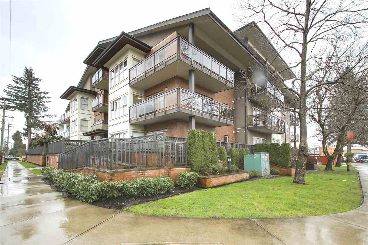 "Main Photo: 203 1988 SUFFOLK Avenue in Port Coquitlam: Glenwood PQ Condo for sale in ""MAGNOLIA GARDENS"" : MLS® # R2149806"