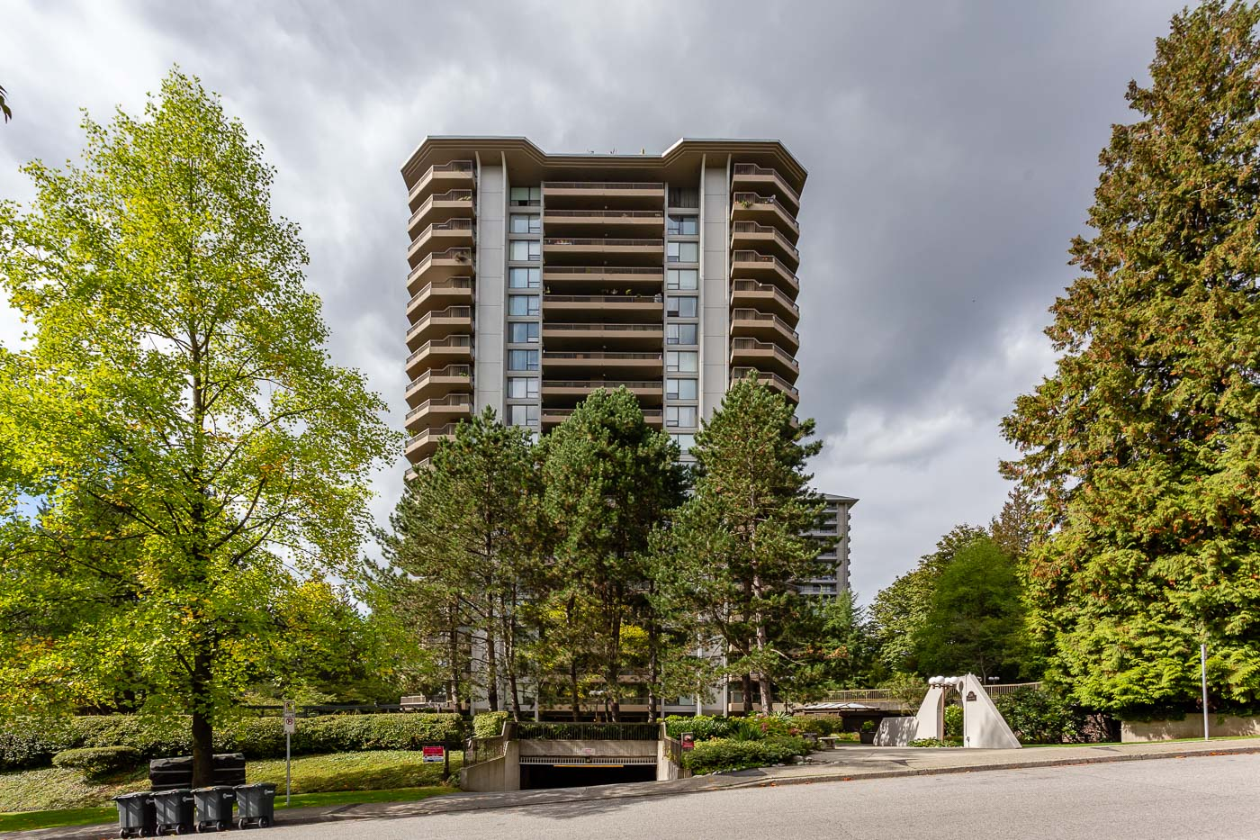 FEATURED LISTING: 501 - 2041 BELLWOOD Avenue Burnaby