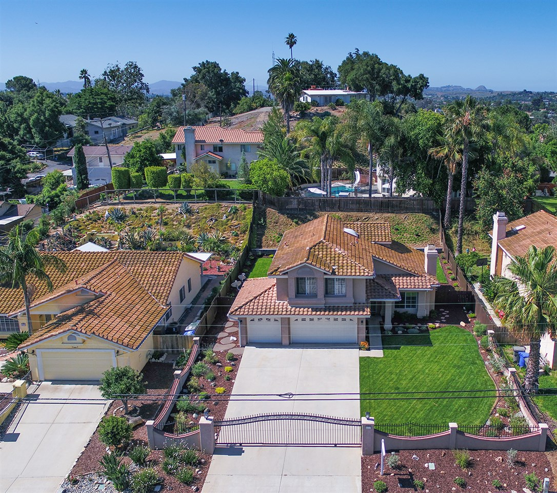 Main Photo: FALLBROOK House for sale : 4 bedrooms : 677 Porter St