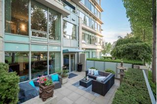 "Main Photo: 102 426 BEACH Crescent in Vancouver: Yaletown Townhouse for sale in ""King's Landing"" (Vancouver West)  : MLS®# R2303358"