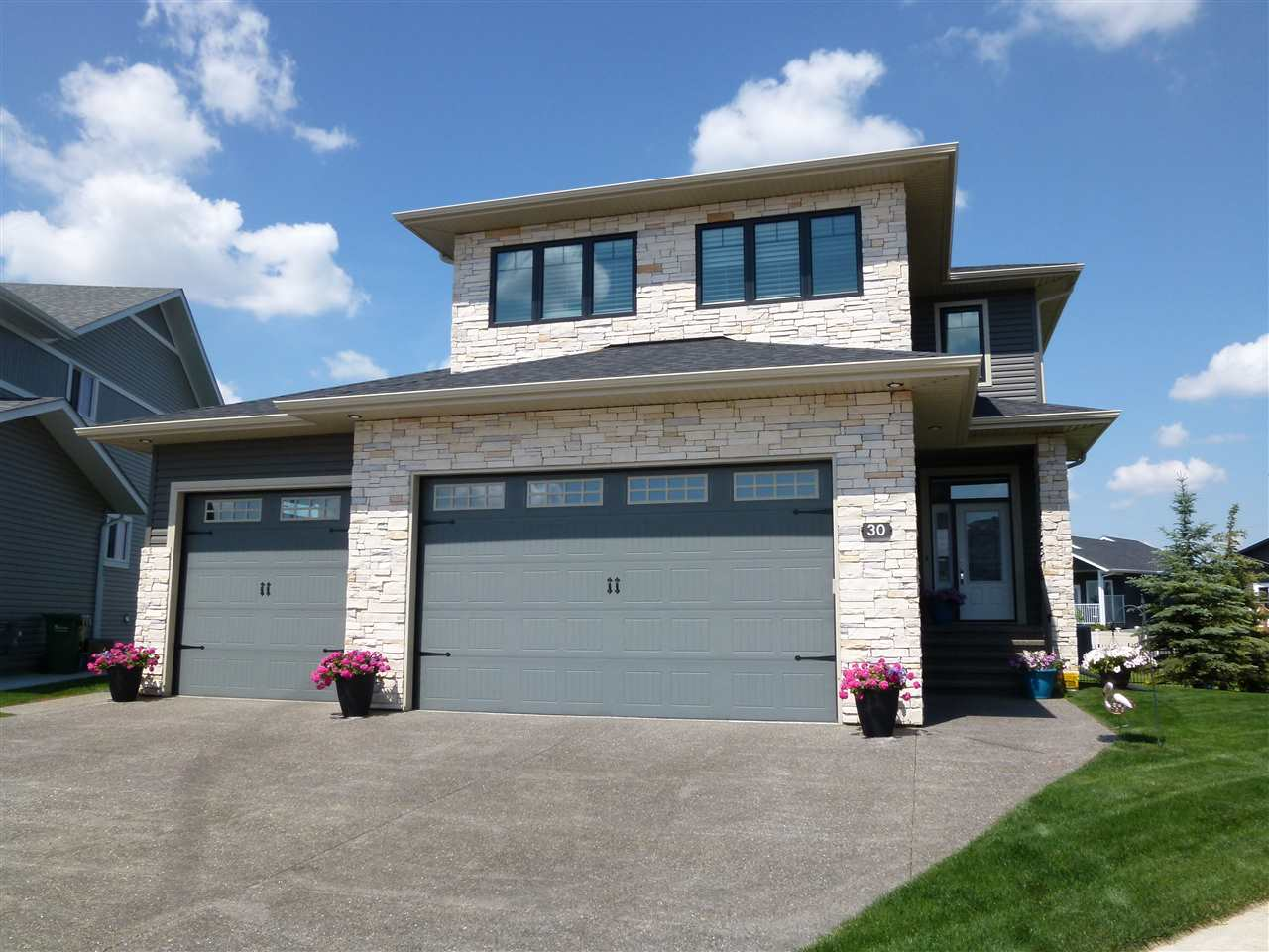 Main Photo: 30 Victory Close: Red Deer House for sale : MLS®# E4102842