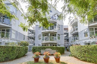 "Main Photo: 302 2010 W 8TH Avenue in Vancouver: Kitsilano Condo for sale in ""AUGUSTINE GARDENS"" (Vancouver West)  : MLS® # R2197436"