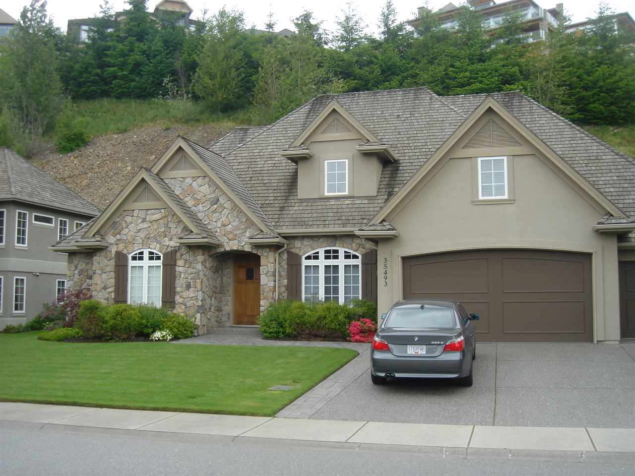 "Main Photo: 35493 DONEAGLE Place in Abbotsford: Abbotsford East House for sale in ""Ealge Mountain"" : MLS®# R2028905"