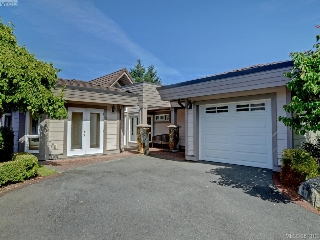Main Photo: 8 934 Boulderwood Rise in VICTORIA: SE Broadmead Townhouse for sale (Saanich East)  : MLS® # 381313